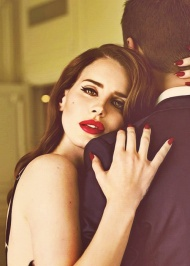 Uuuhh... Lana gorgeous as always! ♥